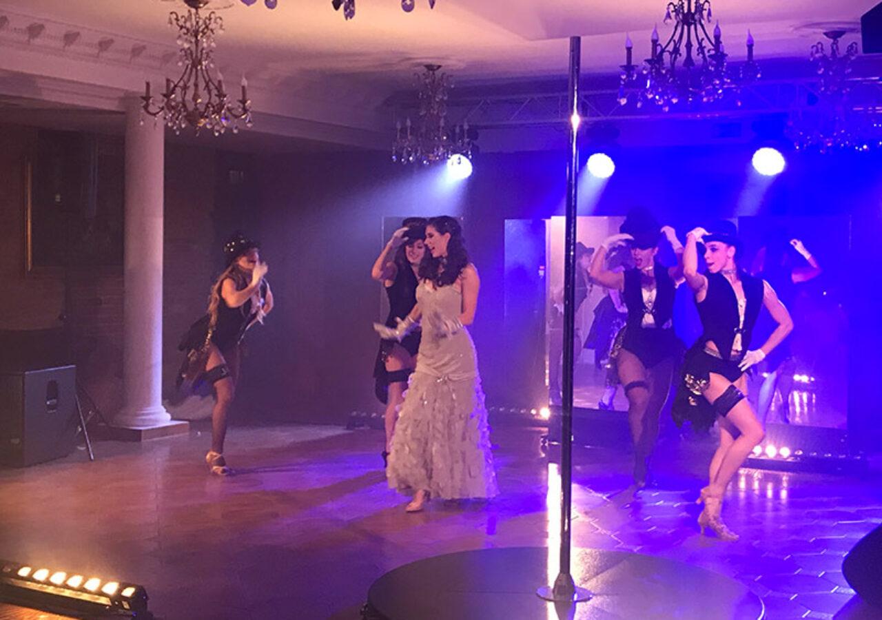 Burleska - wieczorna atrakcja spotkania dla Partnerow w Pałacu Żelechów